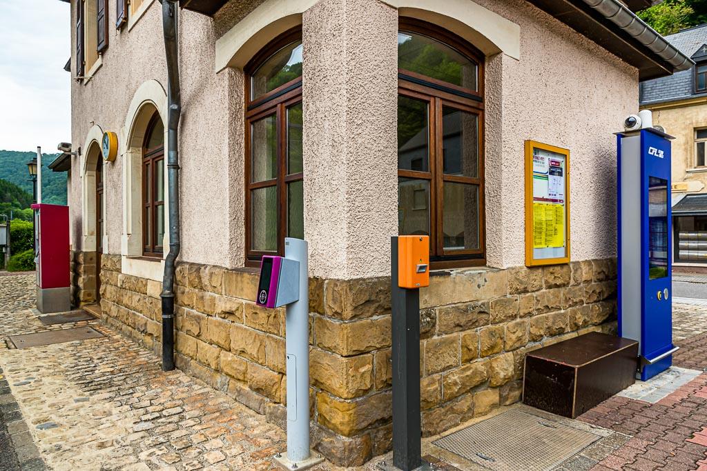 Ticketschalter haben im Großherzogtum Luxemburg ausgedient. Nur für Fahrten mit der 1. Klasse muss ein Ticket bezahlt werden. Alle anderen Verbindungen, ob Bus oder Schiene sind im ganzen Land kostenlos / © FrontRowSociety.net, Foto: Georg Berg