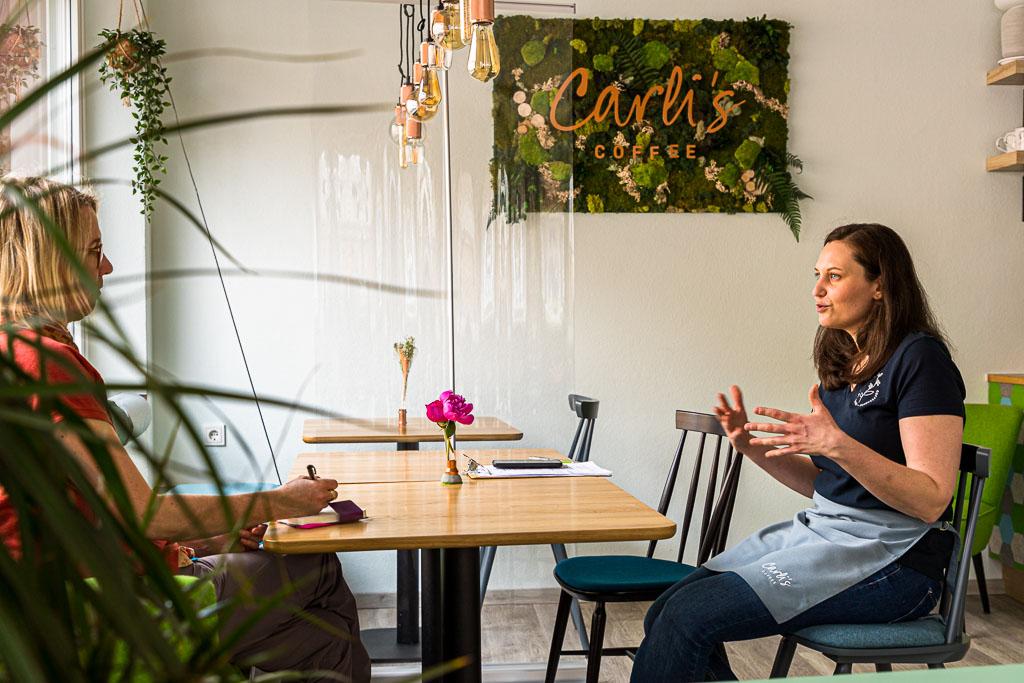 Caroline Nockels hat sich mitten in der Pandemie ihren Traum vom eigenen Café in Echternach erfüllt. Carli's Coffee liegt nahe am Echternacher Marktplatz / © FrontRowSociety.net, Foto: Georg Berg