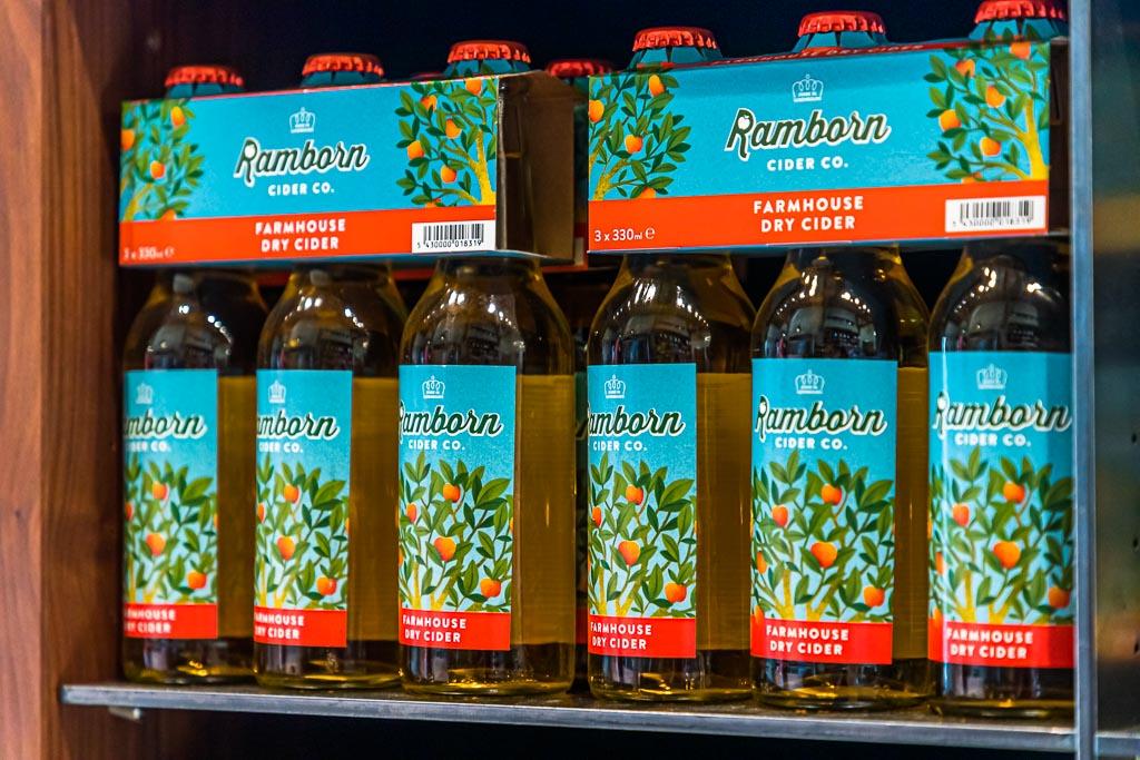 Cider von Ramborn aus alten Apfelsorten wie Rambo, Boskoop, Bohnapfel und Luxemburger Triumph hat 5,8 Prozent Alkohol und schmeckt spritzig-frisch mit komplexen Apfelaromen / © FrontRowSociety.net, Foto: Georg Berg