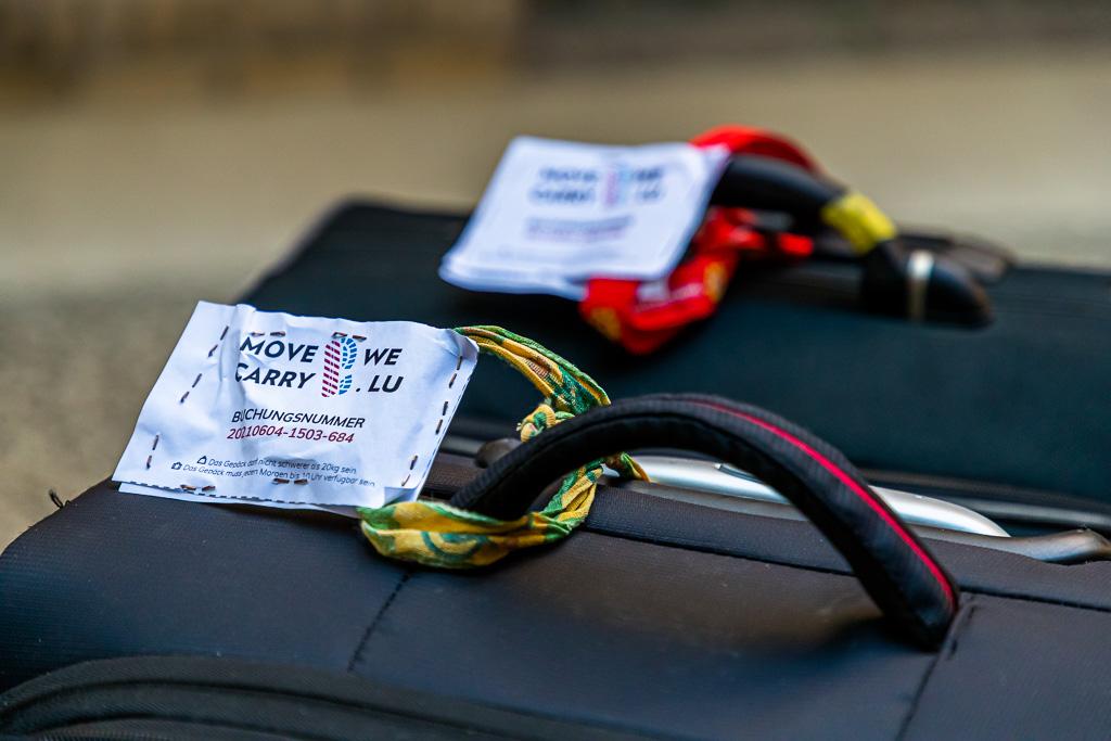 Mit Move We Carry gelangt das Gepäck von Unterkunft zu Unterkunft. Bis zu sechs Tage in Folge können gebucht werden. Bis Ende September 2021 ist dieser landesweite Service im Großherzogtum Luxemburg noch kostenlos / © FrontRowSociety.net, Foto: Georg Berg