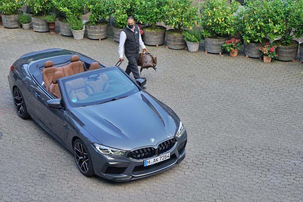 The M8 Cabrio, komfortabel und luxuriös ...