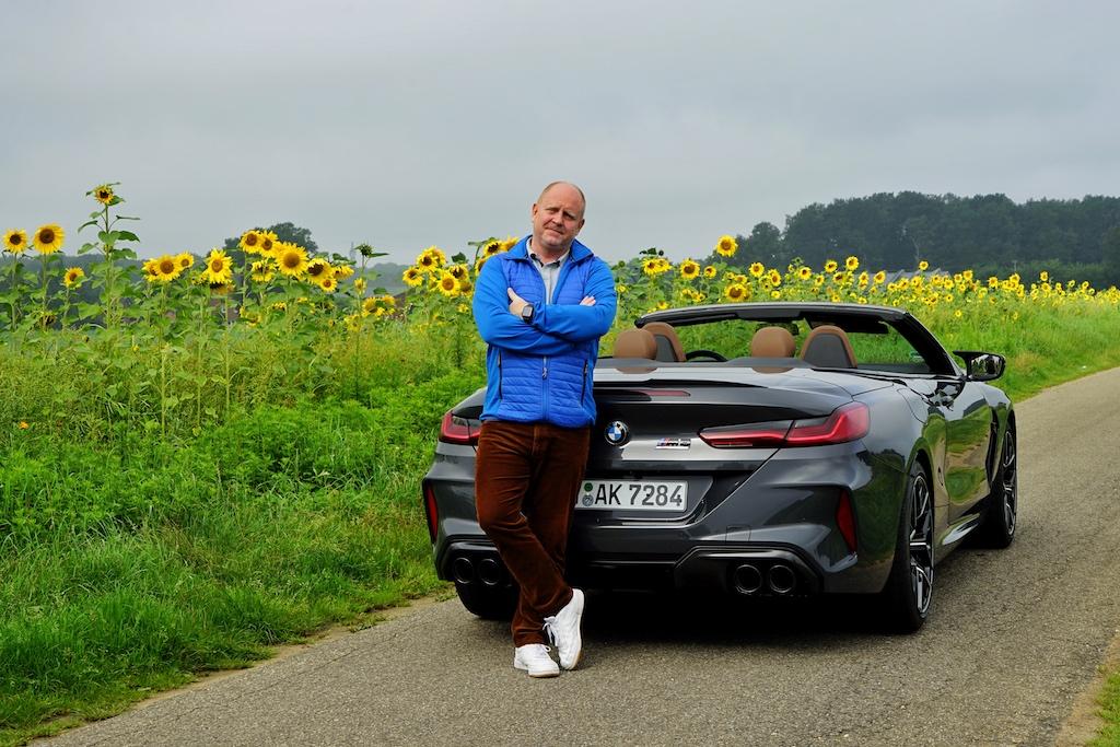 """FrontRowSociety Herausgeber Andreas Conrad ist vom BMW M8 Competition Cabrio überzeugt: """"Ganz schön sexy dieses Cabrio, Kraft im Überfluss und jede Menge Exklusivität"""""""