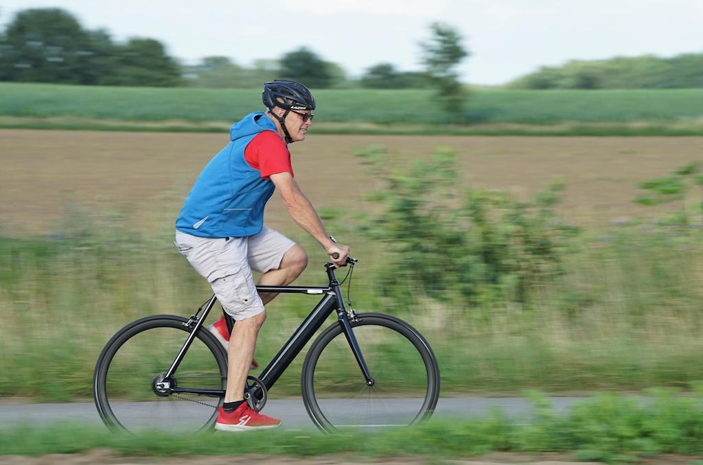 Mit einem beherzten Tritt in die Pedale unterstützt das eCycle F1 den Biker bis 25 Stundenkilometer