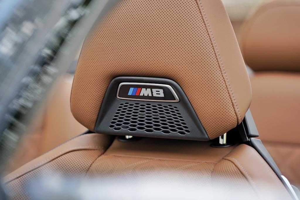 ... und die integrierte Nackenheizung machen das Cabriofahren zum puren Vergnügen