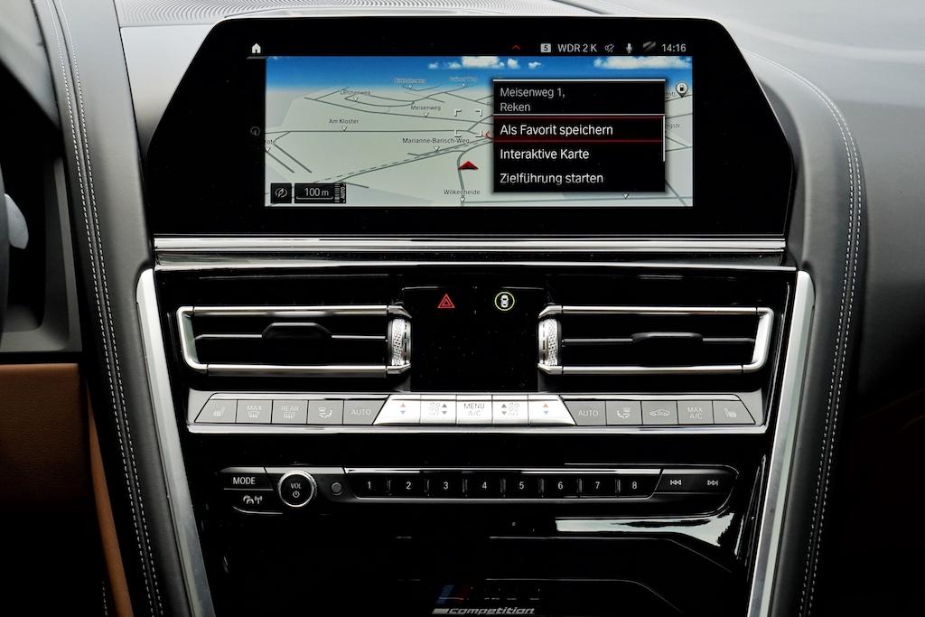 Das Infotainment OS 7 mit integriertem Assistenten kann per Touchscreen, Dreh-Drück-Steller oder Gesten bedient werden