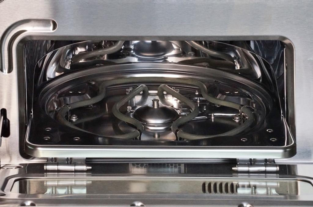 """""""the Smart Oven Pizzaiolo"""" von SAGE verfügt über ein intelligentes System, so dass die Ober- und Unterhitze einzeln gesteuert werden kann"""