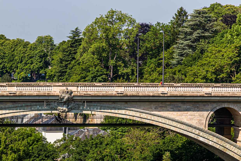 Die Adolphe Brücke, erbaut 1903, ist bis heute eine der größten Steinbogenbrücken der Welt. 2017 wurde sie um eine vier Meter breite, zweite Ebene für Radfahrer und Fußgänger erweitert / © FrontRowSociety.net, Foto: Georg Berg