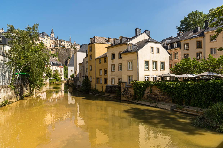 Malerisch die Altstadt entlang der Alzette. Hier finden sich auch exzellente Restaurants / © FrontRowSociety.net, Foto: Georg Berg