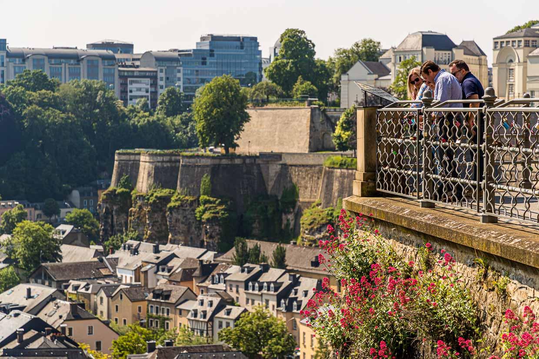 Der Bockfelsen ist die Wiege der Stadt Luxemburg. Der Felsvorsprung, der dreiseitig von den tiefen Tälern der Alzette umflossen wird, wurde ab dem Jahr 963 zur Festungsanlage ausgebaut / © FrontRowSociety.net, Foto: Georg Berg