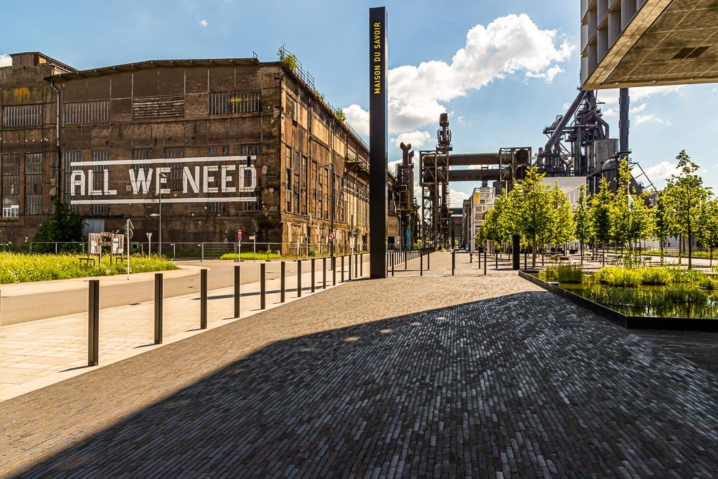 ALL WE NEED! In diesem Fall genügt schon ein Spaziergang über das Gelände von Belval, um die positive Energie dieses kreativen Ortes zu spüren! / © FrontRowSociety.net, Foto: Georg Berg